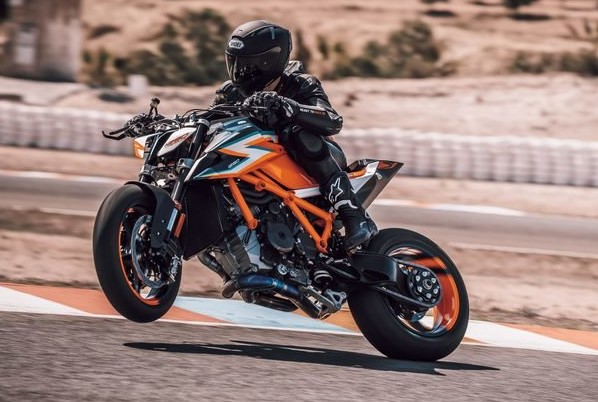 Yamaha launches hyper-naked MT-10 down under - Road tests
